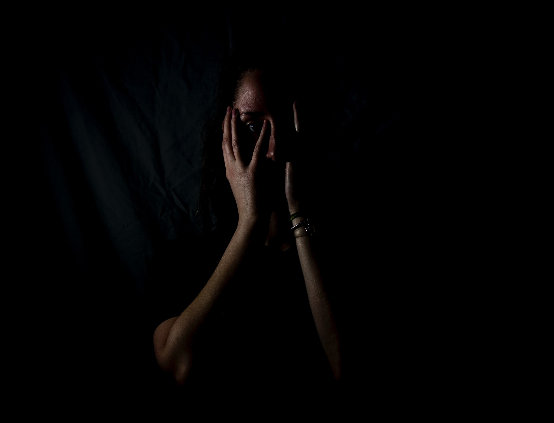 women-with-fear